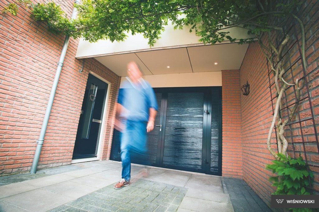 06 drzwi boczne alu panelowe wisniowski 1024x683 - Drzwi boczne - Wiśniowski