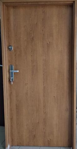 1 15 - Drzwi wejściowe do mieszkania: Gerda C standard (Drzwi Lewe)