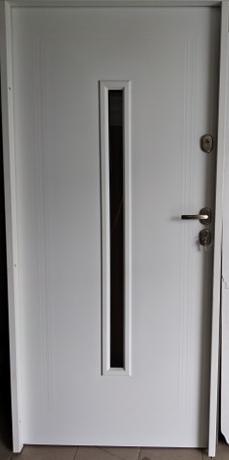 4 18 - Drzwi wejściowe uniwersalne: Gerda Q-Domino (Drzwi Prawe)